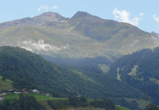 Baumgrenze - Alpen, Schweiz, Baumgrenze, Gebirge, Berge, Bewuchs, Tal, Wald, Gipfel, Nebel, Wolken, Felsen, Stromleitung, Strommast