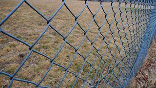 Zaun2 - Zaun, Maschendrahtzaun, Drahtgeflechtzaun, Draht, Maschendraht, Eingrenzung, Abgrenzung, Einfriedung, Drahtgeflecht, diagonal, quadratisch, rechteckig, Muster