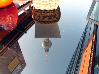 Bildliche Spiegelung Serie 3 von3  - Spiegelung, Gebäude, Perspektive, Ansicht, Oberfläche, Reflexion, Optik, Physik, Kunst, Glas, spiegeln