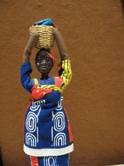 Wasserträgerin - Wassertragende, afrikanische Frau, Afrika, Wasser, Holzfigur
