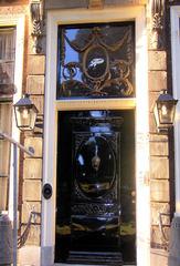 Haustür in Südholland #2 - Oberlicht, Tür, Haustür, Eingang, Südholland, Ornament, Schmuck, Stuck, Stukkatur, Hochglanz, glänzend, blank, vornehm, edel