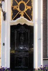 Haustür in Südholland #3 - Tür, Haustür, Eingang, Oberlicht, Südholland, Ornament, Schmuck, Stuck, Stukkatur, Hochglanz, glänzend, blank, vornehm, edel