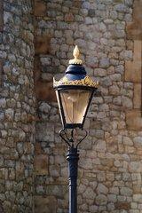 Laterne - Laterne, Mauer, Licht, Glühbirne, leuchten, Beleuchtung, Energie, elektrisch, Elektrizität, Staßenlaterne