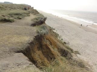 Kliff1 - Kliff, Abbruchkante, Kliffkante, Rote Kliff, Kampen, Sylt, Nordsee, Küstenform, Sturmflut, Erosion, Strand, Sand, Wanderweg, Strandweg, Aussicht, Aussichtspunkt