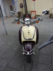 Motorroller Fosti #2 - Motorroller, Roller, Fosti, Zweirad, motorisiert, Fortbewegung, Oldtimer, Retro