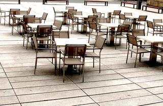 Freie Platzwahl - Stuhl, Tisch, Stühle, Tische, Ansicht, Impuls, Eindruck, Platz, frei, sitzen, Material, Metall, wetterfest, Sitzmöbel, leer, gastlos