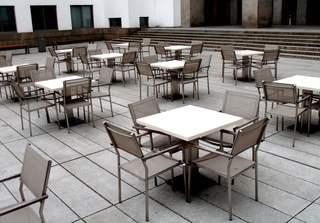 Stuhltanz - Tisch, Stuhl, Tische, Stühle, Interpretation, Impuls, Ansicht, Anordnung, Aufstellung, stehen, Sitzmöbel, leer, gastlos, menschenleer