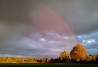 Regenbogen #1 - Regenbogen, Regen, Wolken, Spektralfarben, kreisbogenförmig, Farben, atmosphärische Optik, Optik, Brechung, Lichtbrechung, Spektralfarben, Reflexion, Farbzerlegung, Wetter