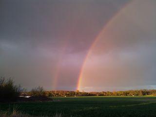 Regenbogen #2 - Regenbogen, Regen, Wolken, Spektralfarben, kreisbogenförmig, Farben, atmosphärische Optik, Optik, Brechung, Lichtbrechung, Spektralfarben, Reflexion, Farbzerlegung, Wetter