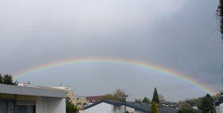 Regenbogen #3 - Regenbogen, Regen, Wolken, Spektralfarben, kreisbogenförmig, Farben, atmosphärische Optik, Optik, Brechung, Lichtbrechung, Spektralfarben, Reflexion, Farbzerlegung, Wetter