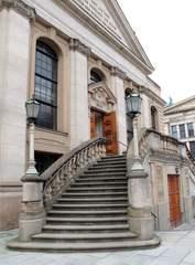 Treppe zum Französischen Dom#2 - Tür, offen, geschlossen, Gesprächsanlass, Impuls, Entscheidung, entscheiden, Ansicht