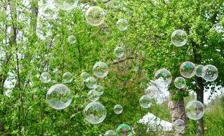 Seifenblasen - Seifenblase, Tenside, Oberflächenspannung, Membrane, Brechung, Meditation, Schreibanlass, schillern, schimmern, Blase, Kugel, Halbkugel, Fantasie