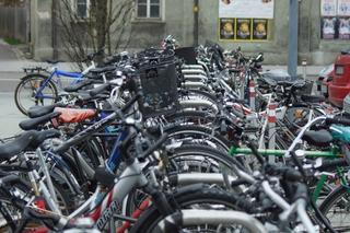 Fahrradparkplatz - Fahrräder, Räder, parken, Parkplatz, Abstellplatz, Fahrradständer