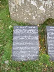 Gelert's Grave   - Wales, Beddgelert, Legende, Sage, Gelert, Grave, Grab, Grabinschrift, Inschrift, Schieferplatte, englisch, Namensgebung