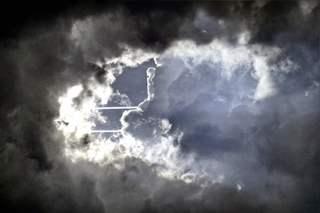 Ausblick in den Himmel +1 - Wolken, Meditation, Effekt, Licht, Kontrast, Phantasiereise, Schreibanlass, Erzählanlass, Kondensstreifen, Wetter, Spur, Himmel, Strahl, Strahlen, Sonne, Stratocumulus