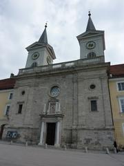 Kloster Tegernsee - Kloster, Klosterkirche, Kirchengebäude, Kirchenportal, Fassade, Benediktiner, Benediktinerabtei, Barockbauwerk, Barock, Baudenkmal