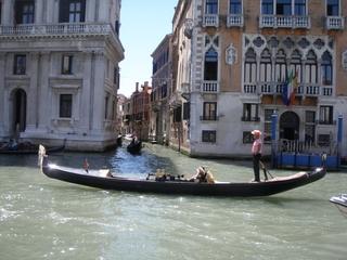 Gondel auf dem Canale Grande in Venedig - Gondel, Gondoliere, Touristen, Venedig, Canale Grande, Ruderstange, Palazzo, Palast, Wasser, Meer
