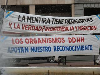 Kampf um Anerkennung der Menschenrechte - ddhh, derechos humanos, mentira, patas cortas, reconocimiento, indiferencia, negación