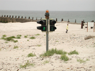 Ampel am Strand... - Strand, Meer, Küste, Helgoland, Insel, Ampel, Flugplatz, Einflugschneise, Sand, Verkehr, Schreibanlass