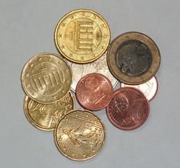 Münzen - Münzen, Münze, Geld, Zahlungsmittel, Hartgeld, Kleingeld, rechnen, bezahlen, Moneten, Bares, Knete, Kies, Zaster, Währung, Plural, Einzahl