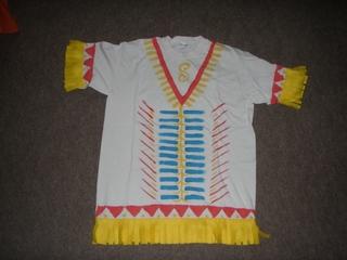 Indianer - Kostüm - Indianer, indianisch, nähen, bügeln, Stofffarben, Muster, Shirt, T-Shirt, Hemd, Kostüm, Bekleidung, Bemalung, Verzierung, Fransen, Nordamerika, Fasching, Karneval, verkleiden