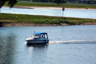 Wassersport - Sportboot - Boot, Sportboot, Motorboot, schwimmen, fahren, Wasser, Wasserfahrzeug, Fahrzeug, Antrieb, Freizeit, Freizeitsport