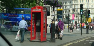 Telefonzelle  - Telefonzelle, englisch, rot, telephone box, phone box, Landeskunde UK, Telephone booths, Telephone Booth, telefonieren, Gespräch, Kommunikation, öffentlich, Münztelefon, Telefon, telefonieren