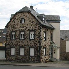 Natursteinhaus in Koblenz - Haus, Stein, Naturstein, Basalt