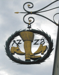 Ausleger eines Schuhmachers - Ausleger, Zunftzeichen, Schild, Hinweisschild, Mittelalter, Handwerk, Schuster, Schuhmacher, Reklame, Werbung