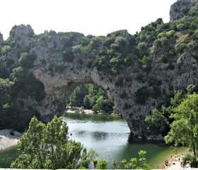 Pont d' Arc in der Ardèche - Frankreich, Wahrzeichen, Sehenswürdigkeit, Steinbrücke, Felsentor, Naturdenkmal