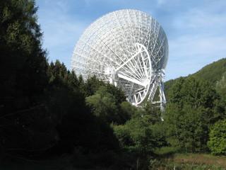 Radioteleskop Effelsberg#2 - Radioteleskop, Effelsberg, Radioastronomie, Astronomie, Radiowellen, Radiospiegel, Parabolspiegel, Brennpunkt, reflektieren, Messgerät