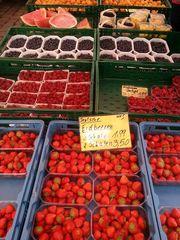 Obststand - Obst, Gemüse, Einkaufen, Verkauf, Handel, Erdbeeren, Himbeeren, Melonen, Mathematik, Markt, Marktstand