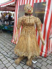 Strohfigur_Frau - Strohfigur, Markt, Handel, Stroh, Getreide, Frau, weiblich, Herbst