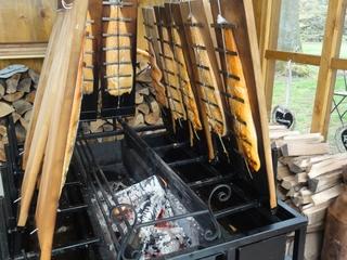 Lachsräucherei - Lachs, räuchern, Lachsräucherei, Feuer, Fisch, haltbar, Buche, Buchenholz, Glut