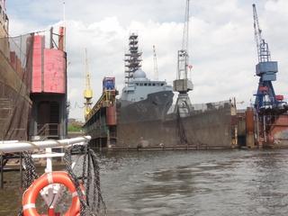 Dock1 - Dock, Trockendock, Hafen, Hamburger Hafen, Werft, Elbe, Reparatur, Schiff, Boot, Kran, Rettungsring, Marine, Militär