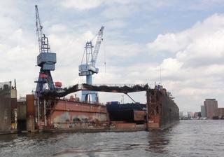 Dock2 - Dock, Trockendock, Hafen, Hamburger Hafen, Werft, Elbe, Reparatur, Schiff, Boot, Kran