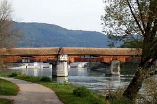 Holzbrücke - Alte Rheinbrücke - Brücke, Holz, Holzbrücke, hölzern, überdacht, Überbau, Rhein, Fluß, Rheinbrücke, Kulturgut, Grenze, Europa, Deutschland, Baden-Württemberg, Schweiz, Aargau, Staatsgrenze, Grenzverkehr, Radweg, Fußweg