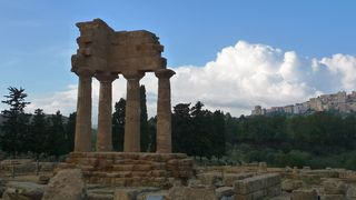 Tempel in Agrigent  #01 - Tempel, Gebälk, Disokurentempel, Agrigent, Sizilien, antikes Bauwerk, antik, archäologisch, Stätte, Tempeltal, Valle dei Templi, dorisch, dorischer Stil, Säulen, Magna Graecia, Rekonstruktion, griechisch