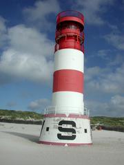 Leuchtturm auf Helgoland - Leuchtturm, Warnsignal, Meer, Seefahrt, Licht, Navigation, Schiffe, Insel, Küste leuchten, warnen, Sicherheit, Signal, Seezeichen, Kennung, rot, weiß