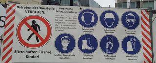 Hinweisschild - Gefahrenquelle - Schild, Hinweis, Gefahr, Gefahren, Verbotsschild, Verbotszeichen, Warnzeichen, Sicherheit, Baustelle, Baustellenschild