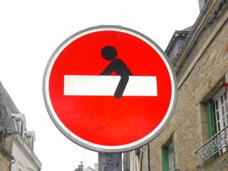 Sens interdit #1 - Sens interdit, Einfahrt, Durchfahrt, Verbot, Einfahrtsverbot, Durchfahrtsverbot, Einbahnstraße, verboten, untersagt, Strichmännchen, Graffiti