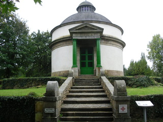 Mausolée de Cadoudal, chef Chouan - Sehenswürdigkeit, monument, mausolée, Mausoleum, Grabstätte, Bauwerk, Denkmal, Bretagne, Auray, Chouan, Französische Revolution, Widerstand, Widerstandsbewegung