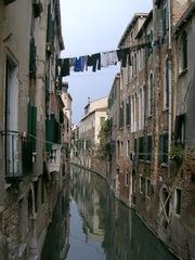 Typisch Venedig - Venedig, Kanal, Wäsche, Wäscheleine, Wasser, schmal, eng, Lebensart, Alltag