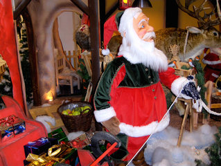 Weihnachtsmann #2 - Weihnachten, Weihnachtsmann, Santa Claus, Father Christmas, rot, weiß, Schlitten, Geschenke, Schnee, Rentier, Bart