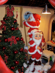 Weihnachtswichtel - Weihnachten, Christmas, Weihnachtswichtel, Helfer, rot, weiß, Wichtel, Zwerg, Tannenbaum, Weihnachtsbaum, Schmuck, Kugel, Schleife