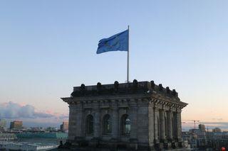 Europa - Flagge - Europa, Europaflagge, Flagge, Fahne, Reichstag, Berlin, Europäische Union, EU, Gemeinschaft, Zusammenarbeit