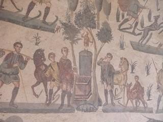 Piazza Armerina - römische Mosaiken #2 - Sizilien, Italien, Rom, Römer, römisch, spätrömisch, Mosaik, Bodenmosaik, Architektur, Villa, Detail, Ausschnitt, Kunst, Weltkulturerbe, Szene, Pferde