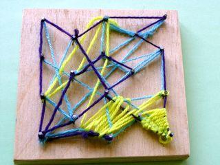 Fadengrafik auf Holz - Wolle, Kunst, Fadengrafik, Schülerarbeit, Nagelbrett, nageln, Nägel, spannen, Fäden