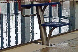 Startblock #2 - Startblock, schwimmen, Schwimmhalle, Startvorrichtung, Absprung, Wassersport, Wasser, Springen, blau, Beckenrand