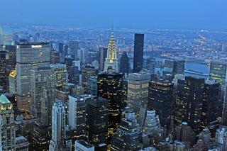 New York City, Manhattan - New York, New York City, NY, NYC, Manhattan, Downtown, Borough, Financial District, Hochhäuser, Hochhausschluchten, Skyscraper, Skyline, Chrysler Building, beleuchtet, illuminiert